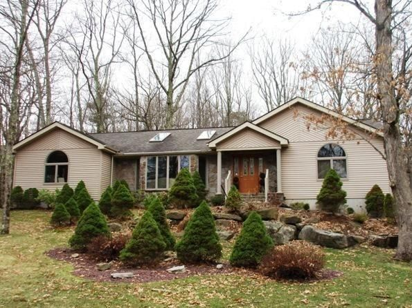 109 Falling Brook Dr, Hawley, PA 18428