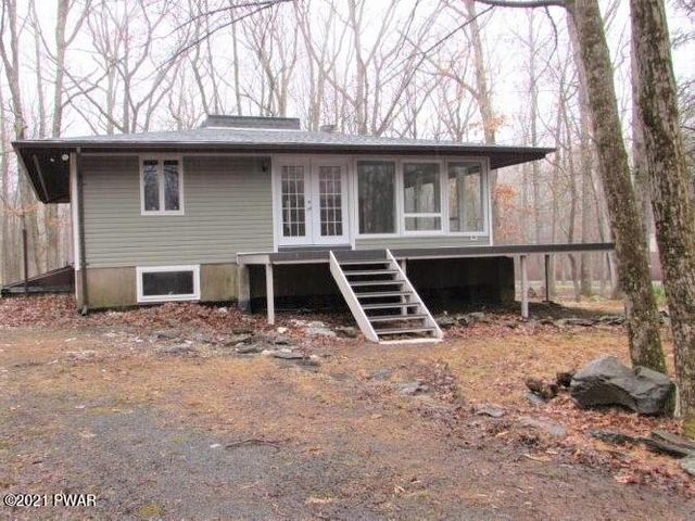 807 Tanager Ct, Lords Valley, PA 18428