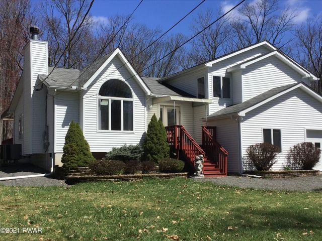101 Village Ln, Lords Valley, PA 18428