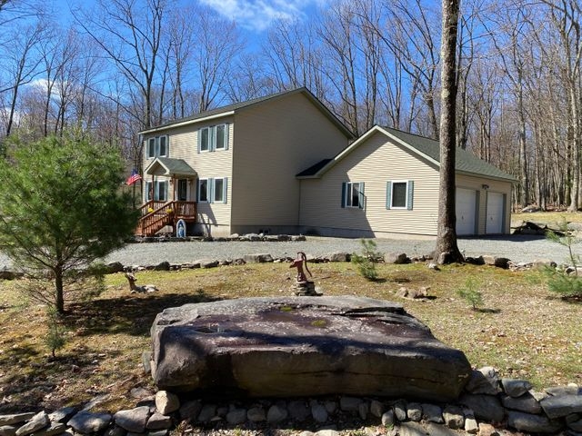 107 Sugar Bush Dr, Tafton, PA 18464