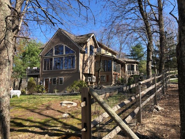 805 Cherry Ct, Lords Valley, PA 18428