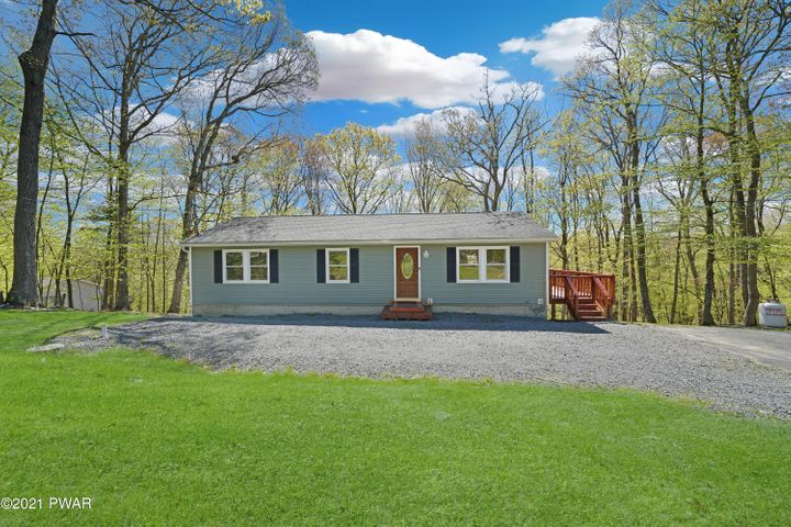 172 Apple Dr, Milford, PA 18337