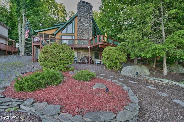 358 Lakeview W Dr, Lake Ariel, PA 18436
