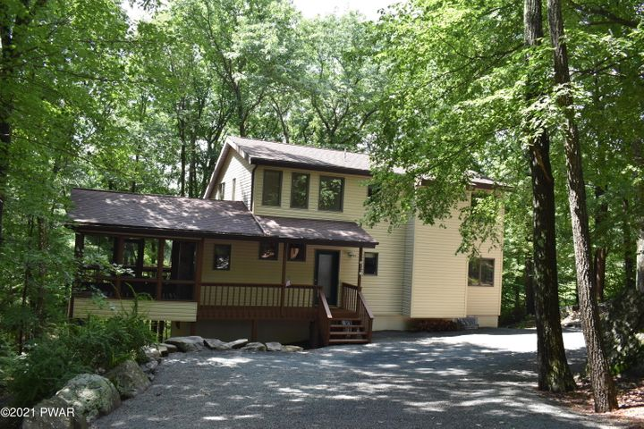 222 Broadmoor Drive, Lords Valley, PA 18428