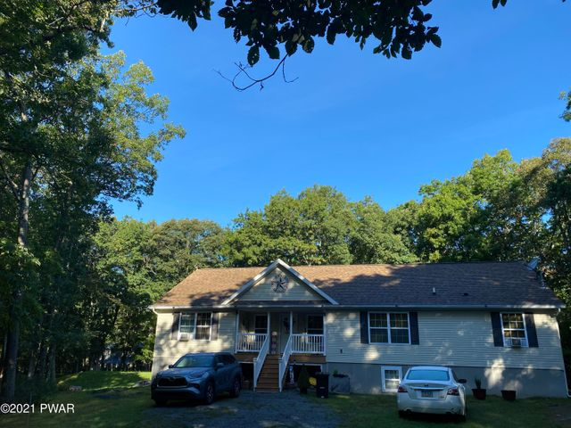 805 Pony Ct, Lords Valley, PA 18428