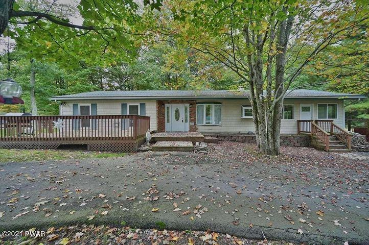 111 Starview Dr, Dingmans Ferry, PA 18328