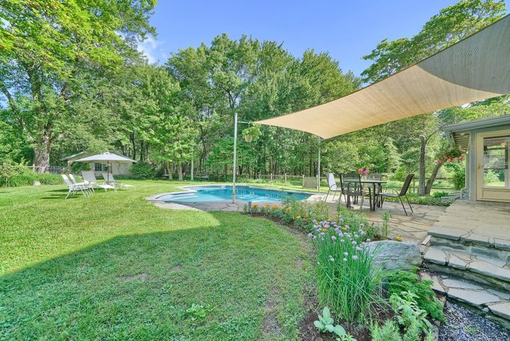 320 Heaters Hill Rd