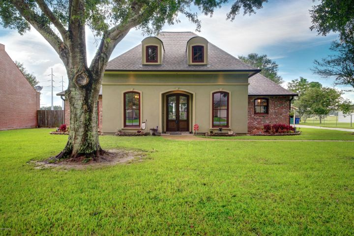 103 Thorn Drive, Youngsville, LA 70592