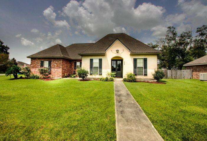 114 Weeks Drive, Youngsville, LA 70592