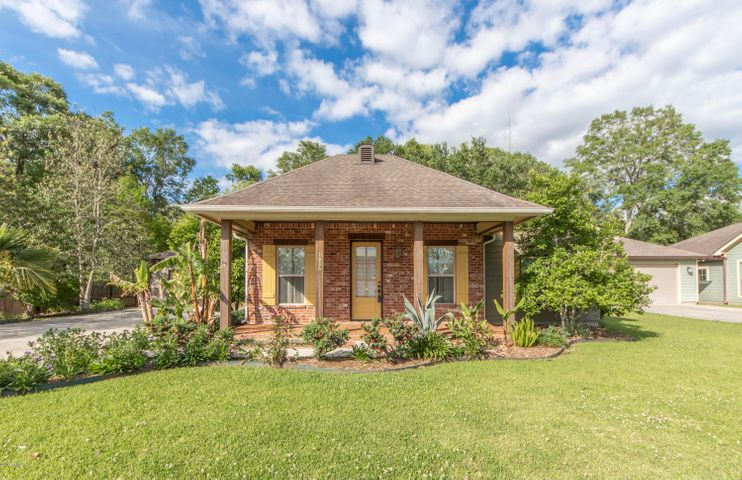 1026 Basin Stone Drive, Breaux Bridge, LA 70517