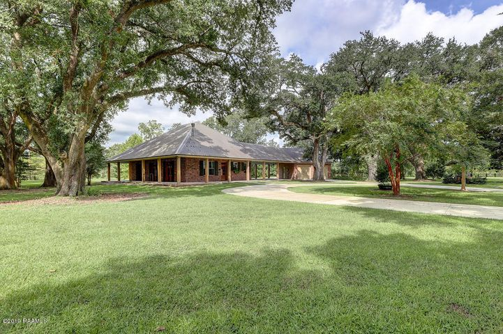 1230 Chemin Agreable, Youngsville, LA 70592