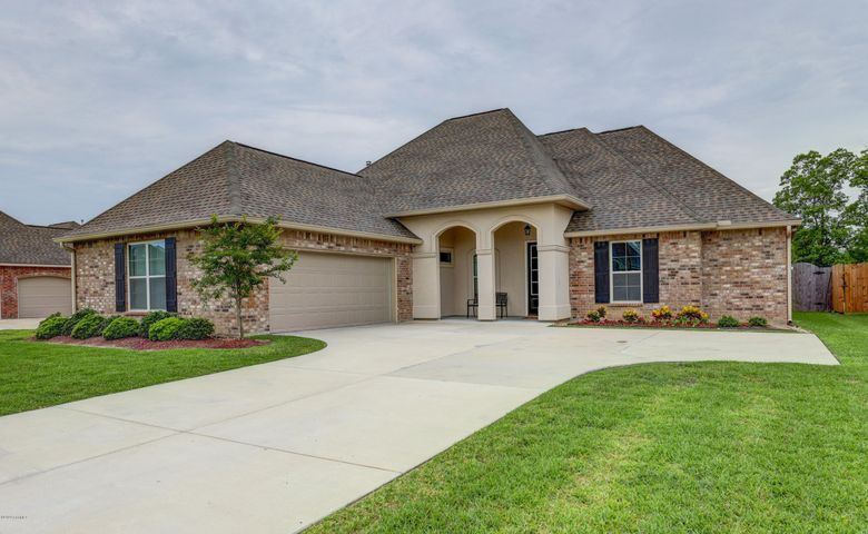 110 Brianna Lane, Broussard, LA 70518 .26 acres on the cul de sac with no rear neighbors -just a beautiful pond!