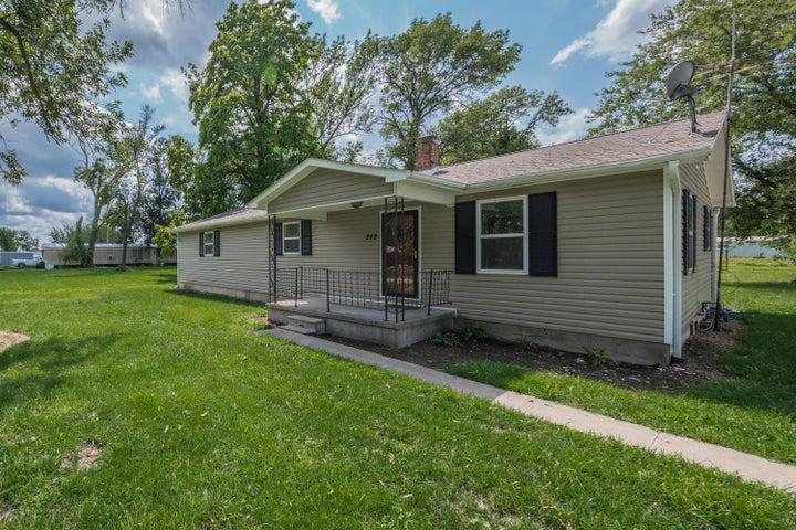 212 Wabash Ave., Clark, MO 65243