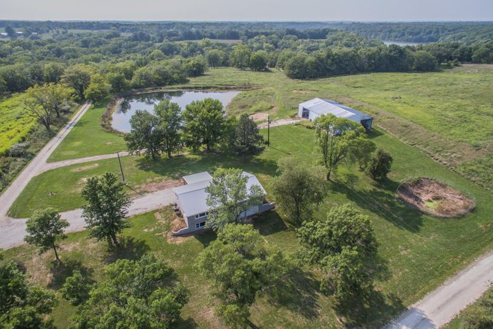 1367 Private Road 1336, Moberly, MO 65270