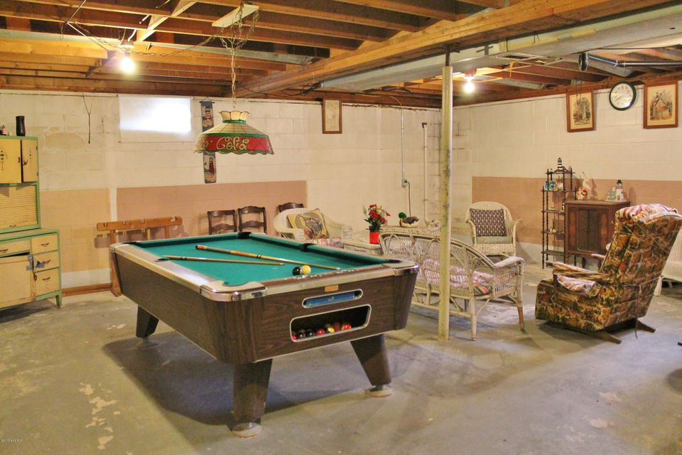 Buckhorn Road Three Rivers MI MLS Jaqua - Buckhorn pool table