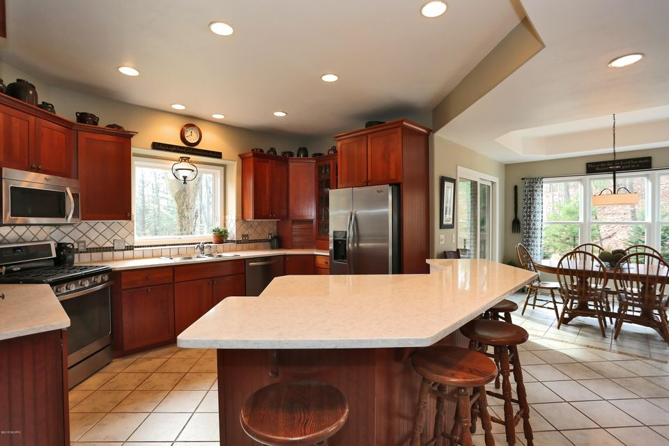 17098 Donahue Woods Drive, West Olive, MI 49460 - SOLD LISTING, MLS ...