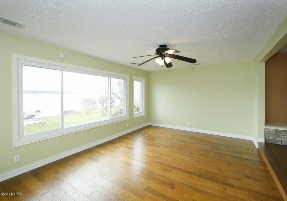 S Newell Drive Room L