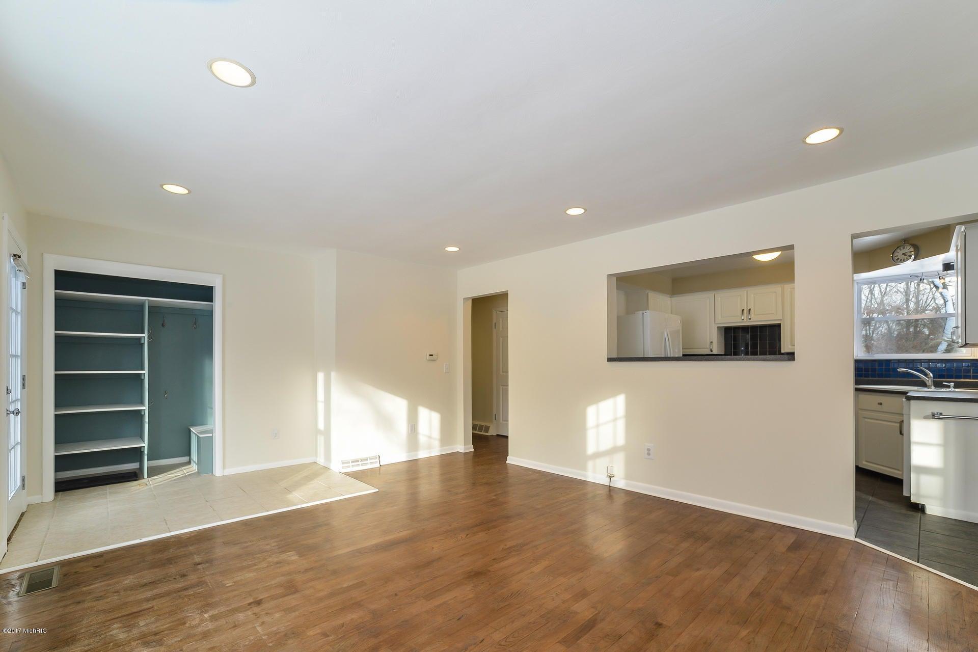 005-Living_Room-3668425-medium