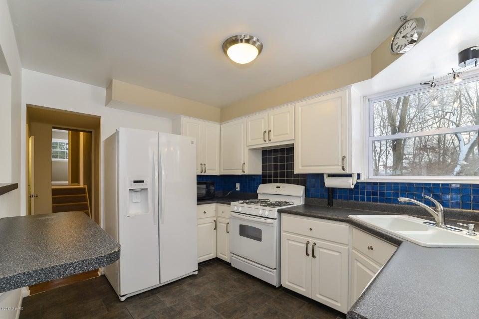 010-Kitchen-3668423-medium