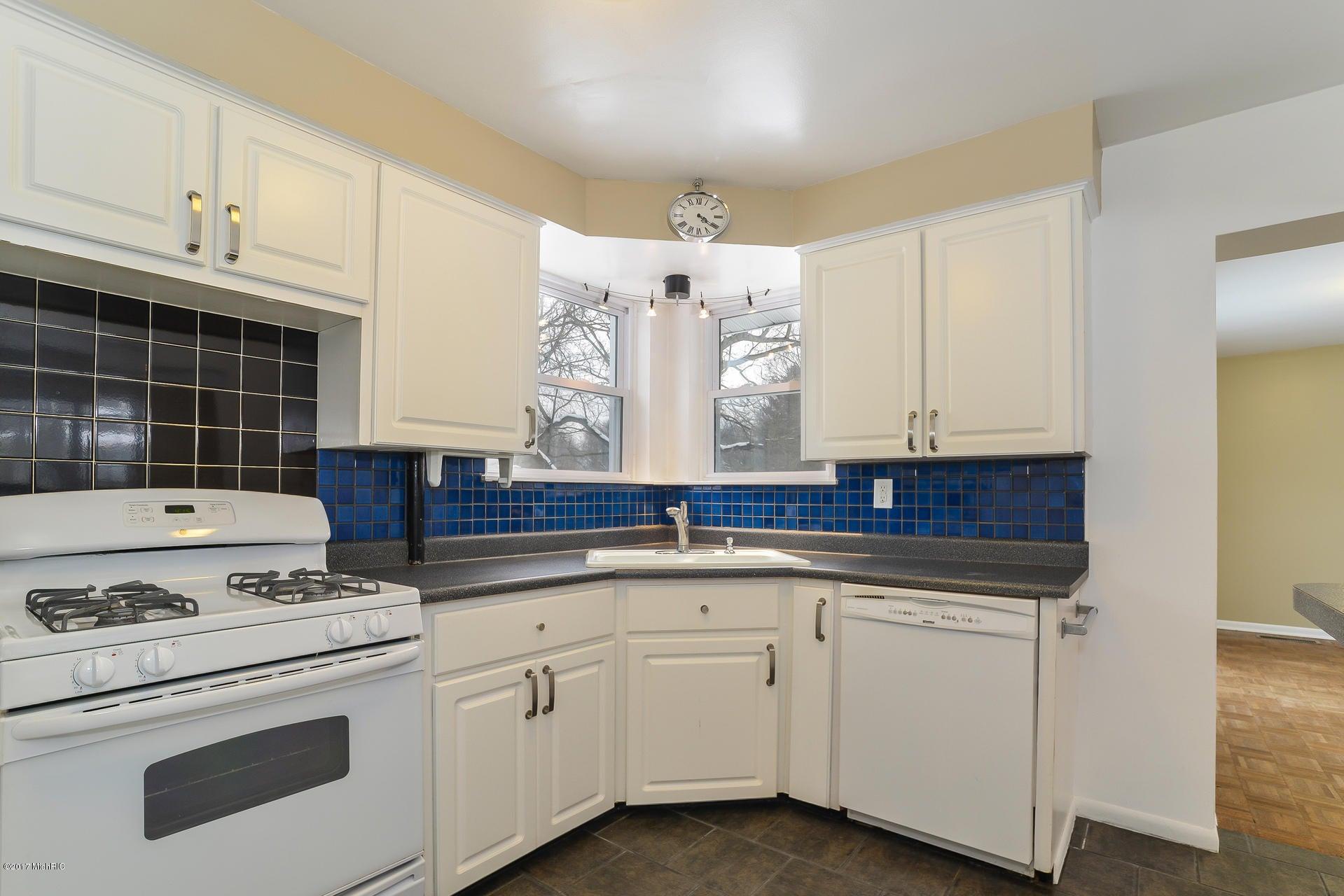 011-Kitchen-3668422-medium