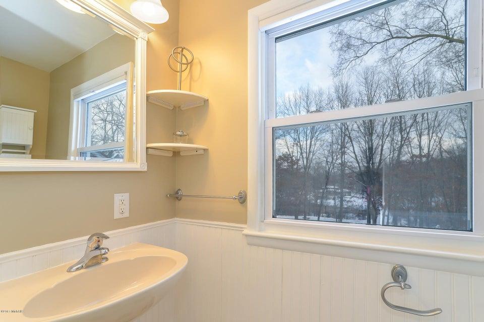 014-Upper Bathroom-3668428-medium