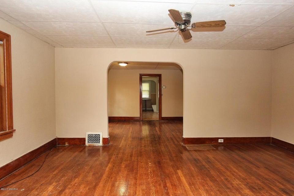2649 Charlesgate Avenue SW-large-009-14-