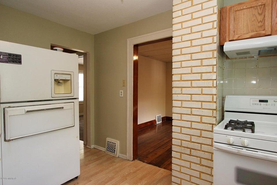 2649 Charlesgate Avenue SW-large-015-21-
