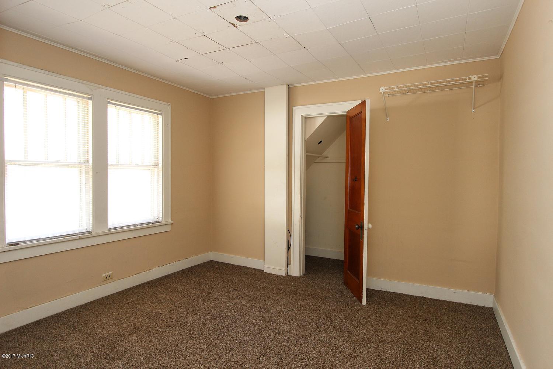 2649 Charlesgate Avenue SW-large-016-17-