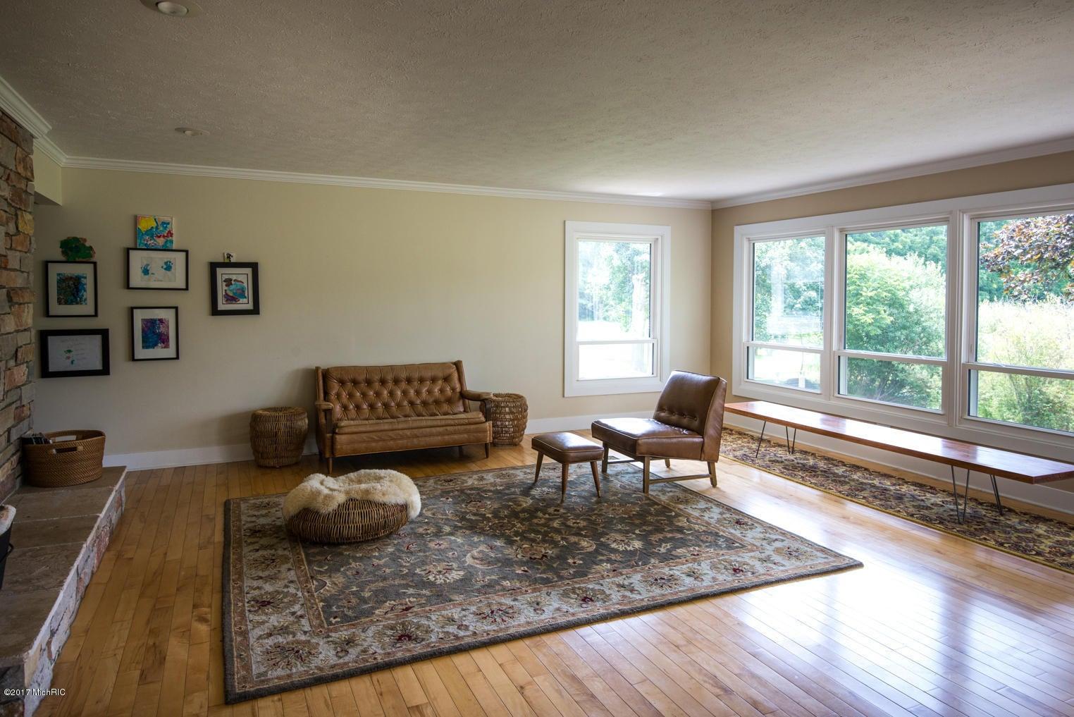 4334 sunnybrook drive kalamazoo mi 49008 sold listing for Hardwood floors kalamazoo