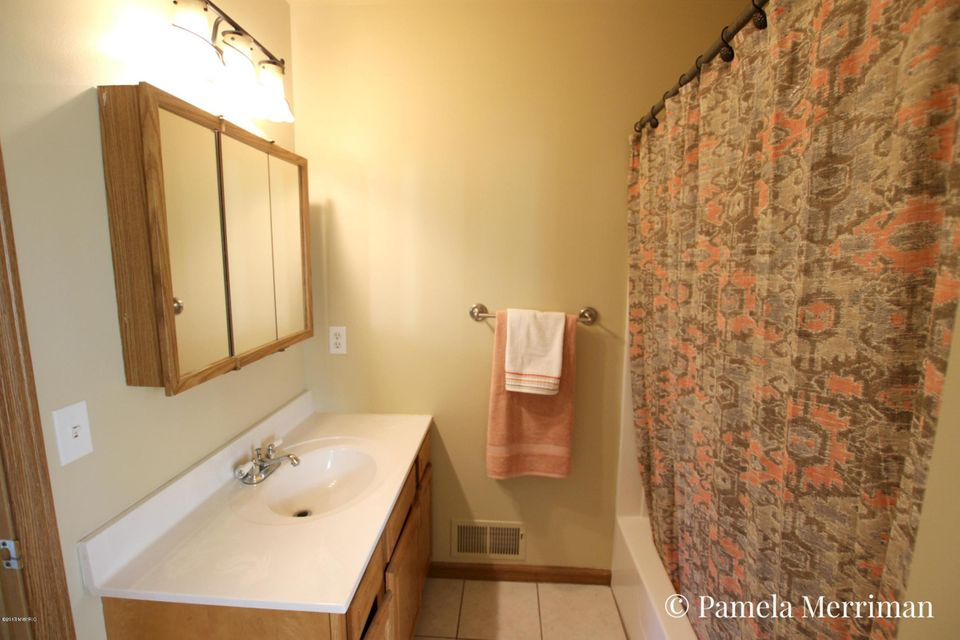8449 cochise drive howard city mi 49329 sold listing for Cochise floor covering
