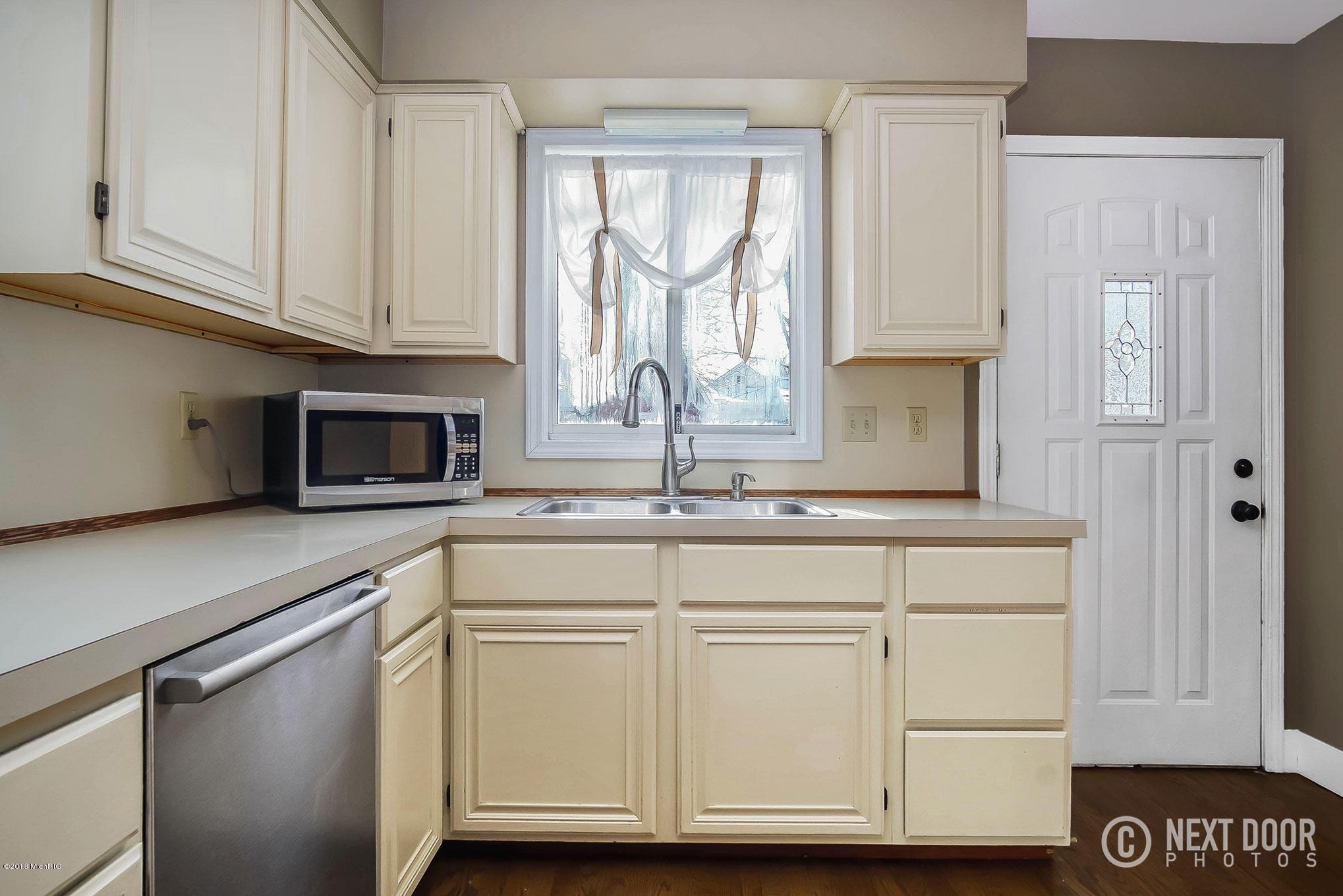 428 Monroe Street, Grand Haven, MI, 49417, MLS # 18001884 ...