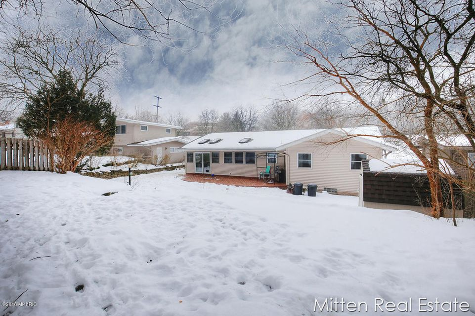1528 mount mercy drive nw grand rapids mi 49504 sold for Mount mercy email
