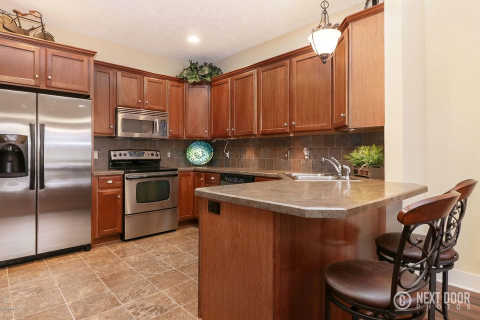11927 quincy meadows drive 7 holland mi 49424 sold for Perfect kitchens quincy