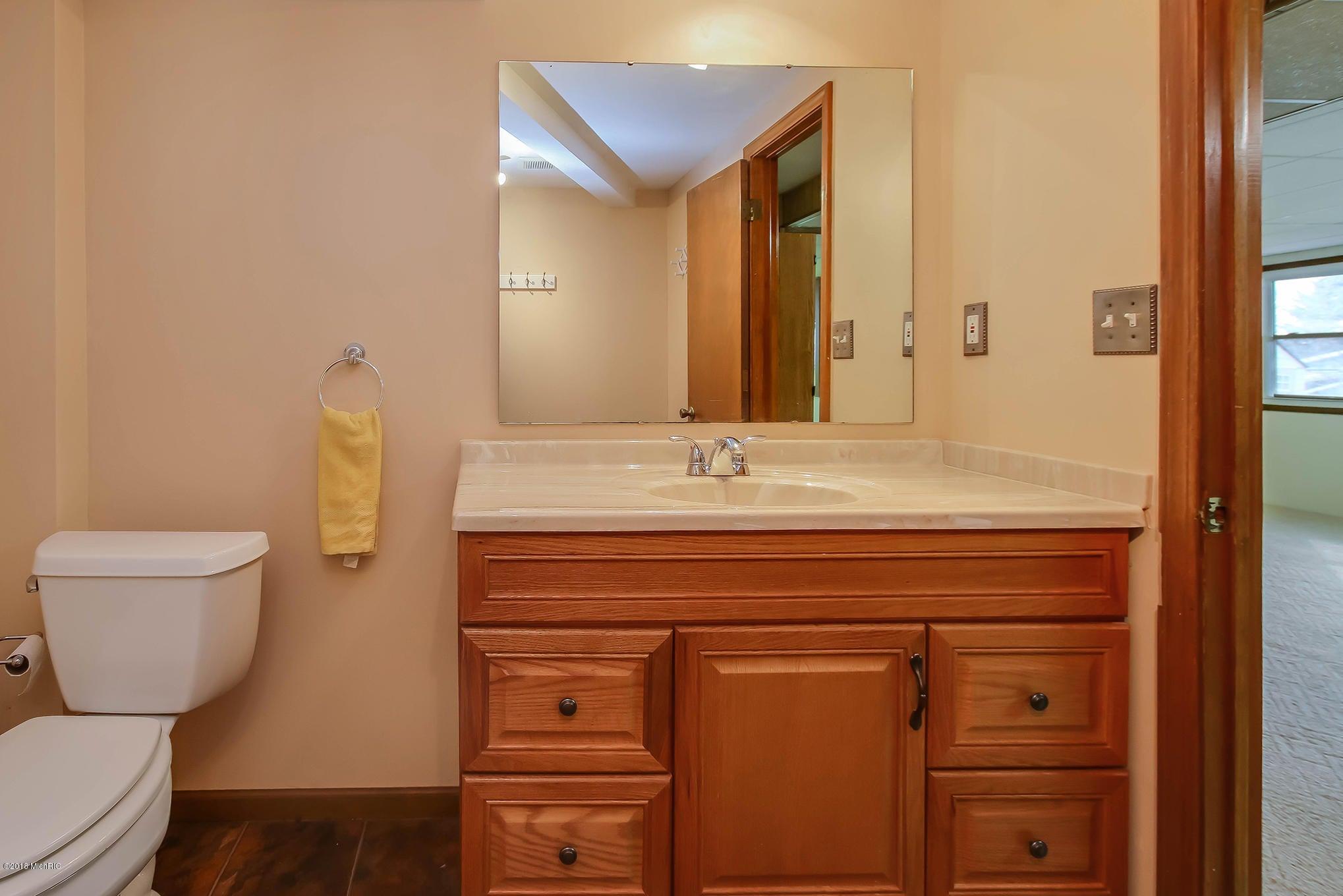 7157 eastern avenue se grand rapids mi 49508 sold for Bathroom design grand rapids mi