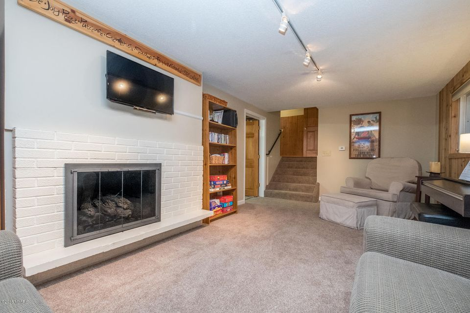 10639 cora drive portage 49002 sold listing mls 18010530 greenridge realty inc. Black Bedroom Furniture Sets. Home Design Ideas
