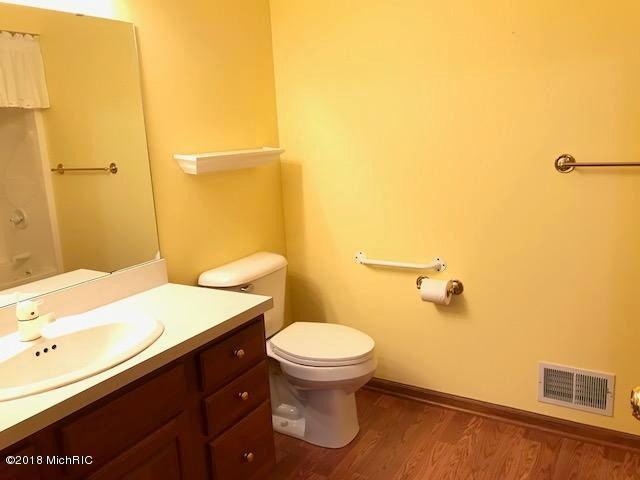 隠された成熟したバスルーム
