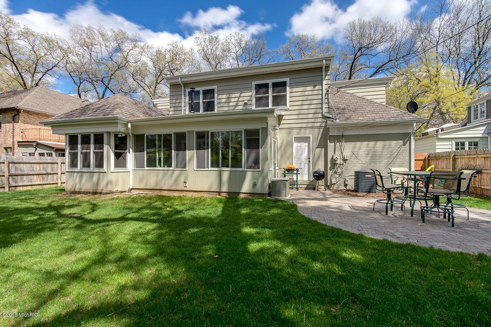 915 Plymouth Road Se East Grand Rapids Mi 49506 Sold