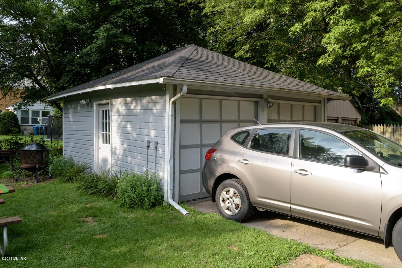 1621 Winton Avenue, Kalamazoo, MI 49001