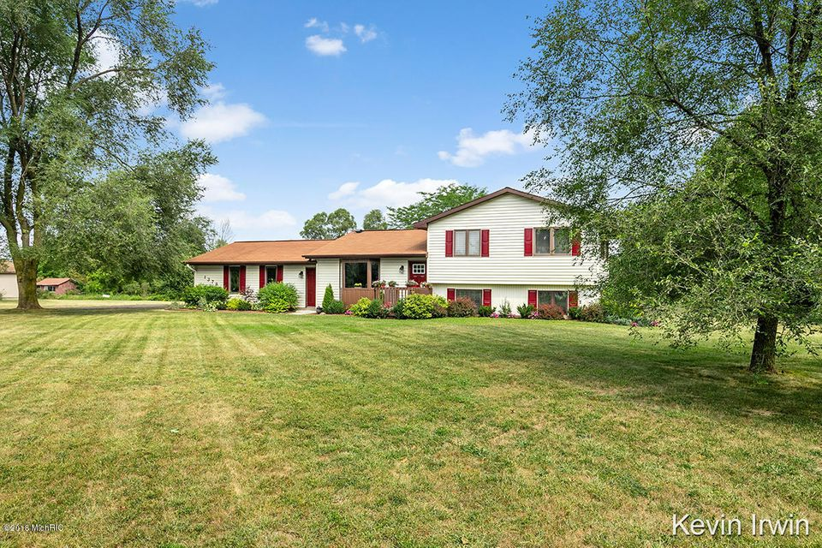 1379 Solon Street NE, Cedar Springs, MI 49319