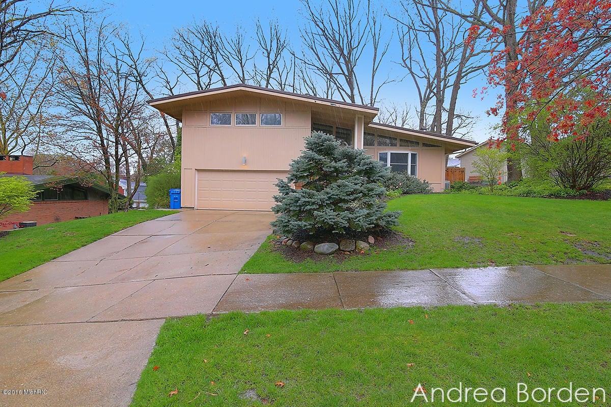 1340 RD Lenox SE, East Grand Rapids, MI 49506