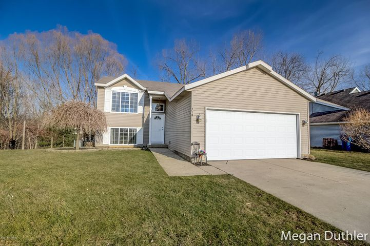 718 Clover Ridge Avenue NW, Grand Rapids, MI 49504