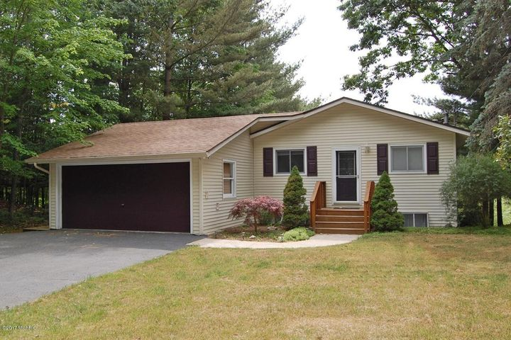 7977 Island Ct., Canadian Lakes, MI 49346