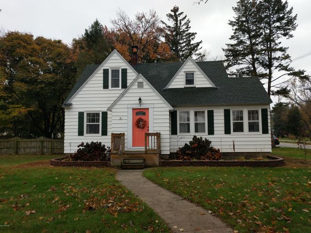 4 E 32nd Street, Holland, MI 49423