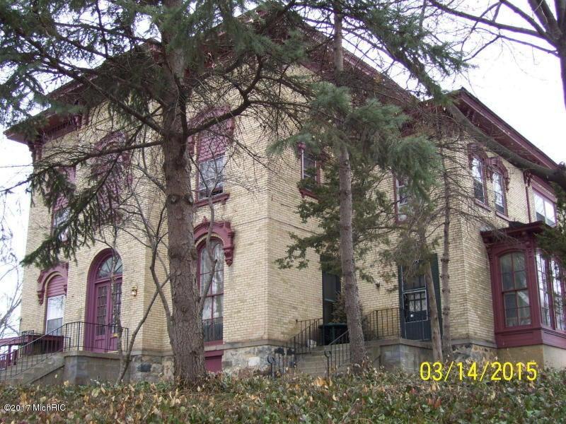 15 College Avenue NE, Grand Rapids, MI 49503