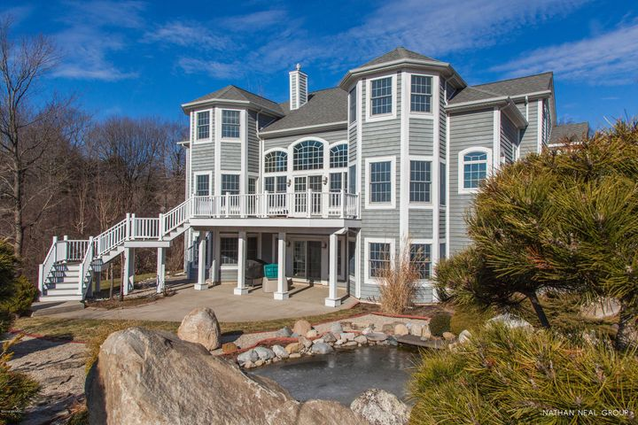 3975 Harbor Breeze Drive, Norton Shores, MI 49441