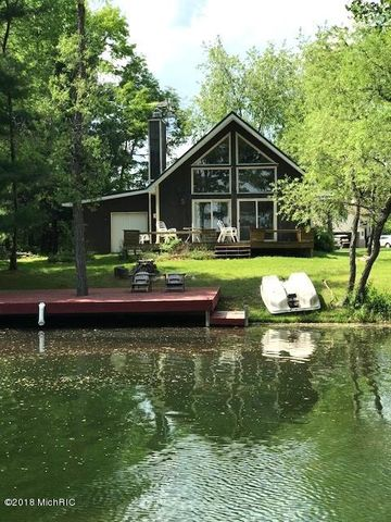 11085 Southlawn Drive, Canadian Lakes, MI 49346