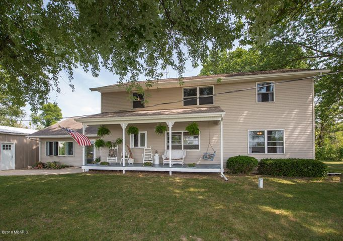 9969 32nd Ave, Scotts, MI - Well-maintained 6-bed 3-bath country home ideal for those looking to be out of main stream but close enough to be there within minutes.