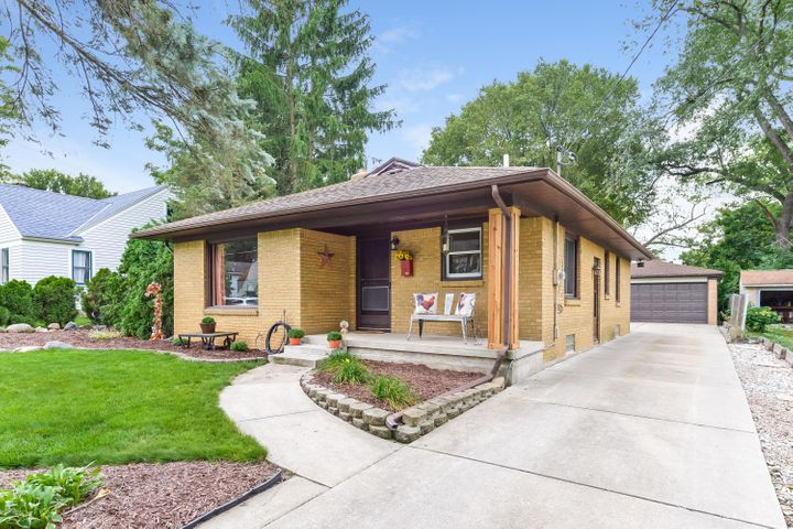 1235 Hillcrest Avenue NW, Grand Rapids, MI 49504