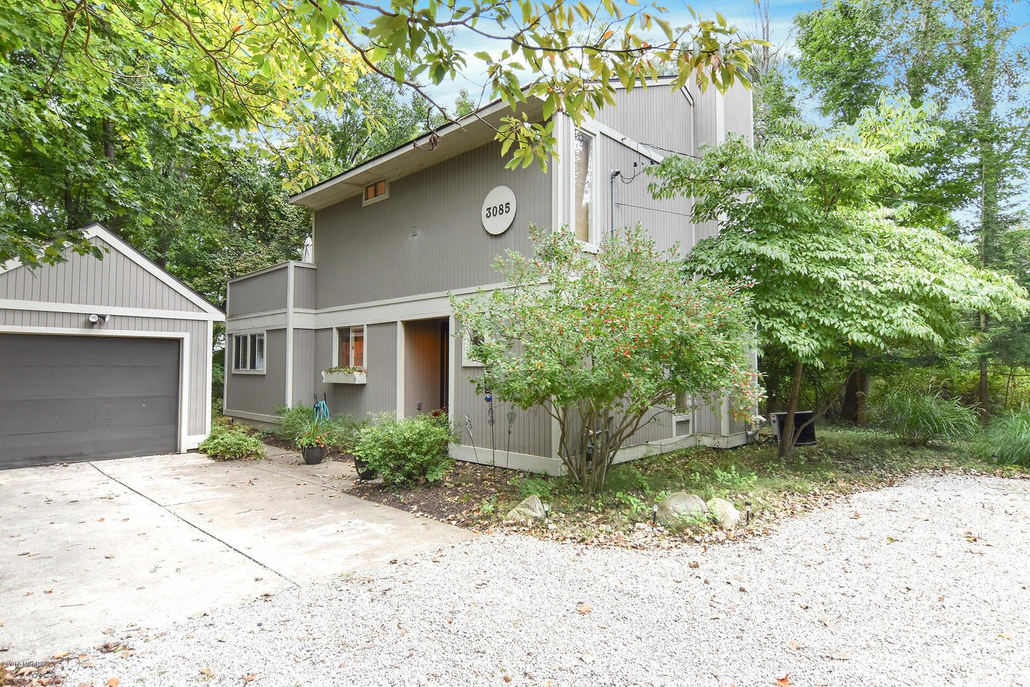3085 Whittier Avenue, Douglas, MI 49406