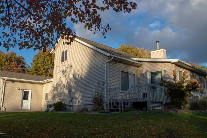 11014 E Royal Road, Canadian Lakes, MI 49346